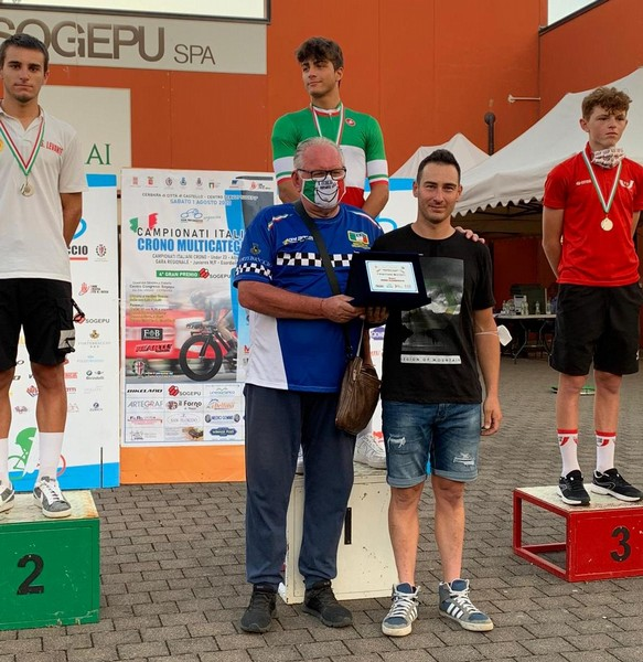 Il podio con Riccardo Galante in maglia tricolore