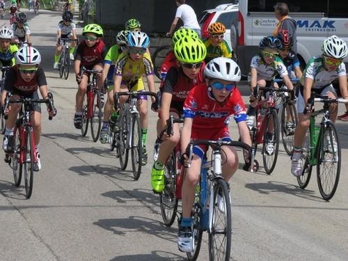 I Giovanissimi della Ciclistica Dro e dell'Uc Valle di Cembra festeggiano assieme