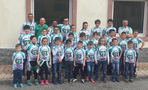 Foto di gruppo per atleti e dirigenti della Grafiche Zorzi Storo