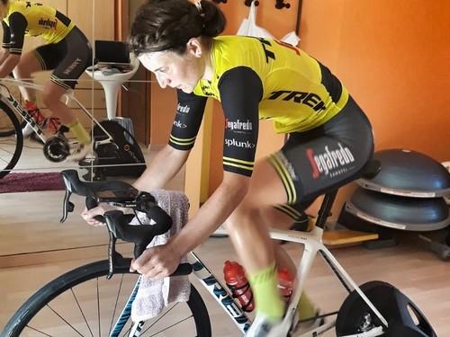 Elisa Longo Borghini impegnata sui rulli
