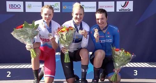 Elena Pirrone (a destra) sul podio ad Alkmaar con la medaglia di bronzo