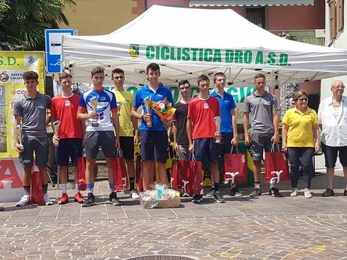 Il podio del 32° Trofeo Gaggio, con Romele al centro, spalleggiato da Moser e Bertotti