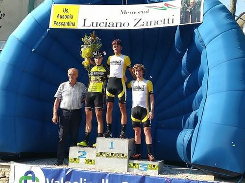 Il podio del Memorial Luciano Zanetti con Debiasi (1°) e Zambanini (2°)