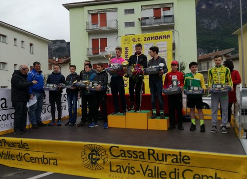 Il podio della corsa Esordienti 2005, con Thomas Capra (al centro) sul gradino più alto