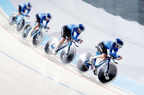 Le azzurre impegnate nell'inseguimento a squadre ai Mondiali di Apeldoorn