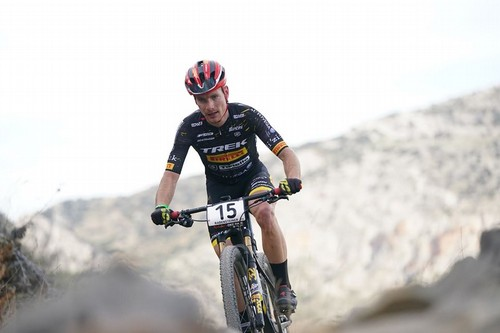 Fabian Rabensteiner in azione all'Andalusia Bike Race