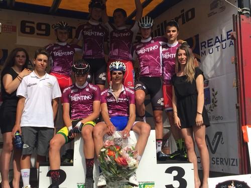 Foto di gruppo per la Rappresentativa Trentina sul podio del Trofeo Squillario
