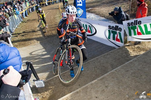 Daniel Smarzaro impegnato in una gara di ciclocross