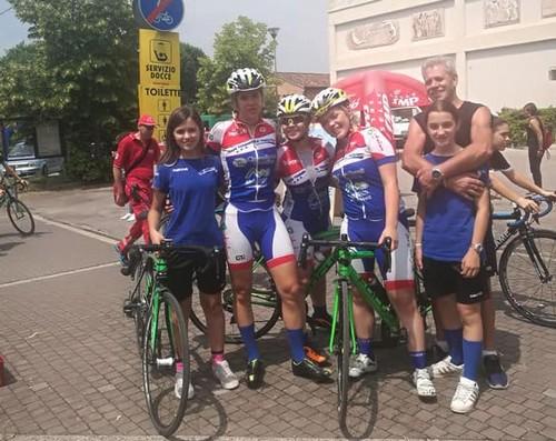 Le atlete del Team Femminile Trentino, con Tonelli seconda da sinistra