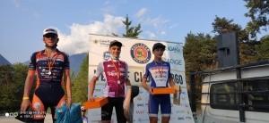 Tommaso Pasini sul podio con la maglia di campione trentino