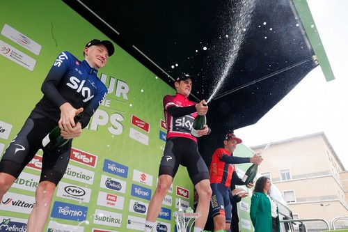 Il brindisi del vincitore dell'ultima edizione del Tour of the Alps Sivakov