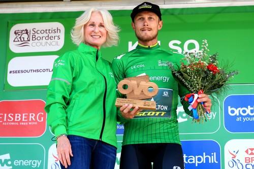 Matteo Trentin è tornato a indossare la maglia verde di leader