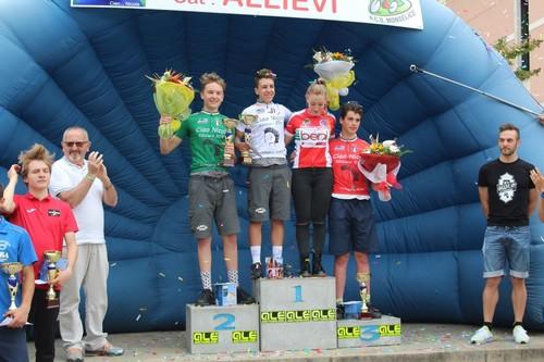 Il podio Allievi con Vettorazzi (in maglia verde) e Trentin (in maglia bianca)