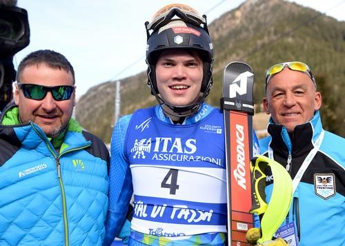 Alex Vinatzer con il sindaco di Pozza GIulio Florian e con Tiziano Mellarini