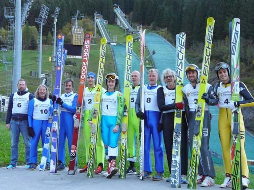 Il gruppo di saltatori master in gara a Predazzo