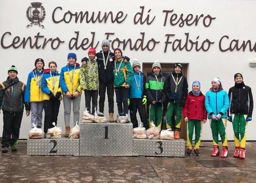 Il podio della gara di combinata nordica team allievi