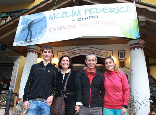 Federico Nicolini, con mamma, papà e sorella