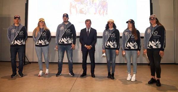 I sei campioni Fisi con la felpa del Centenario e Flavio Roda (pentaphoto)