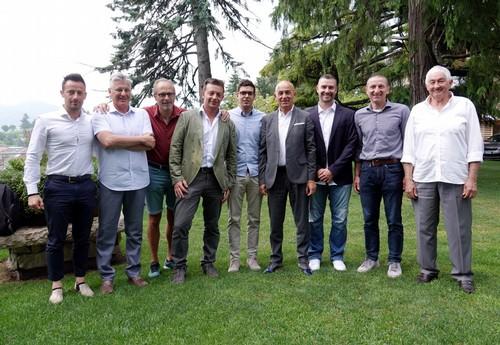 Lo staff di Fisi Trentino con i referenti del Gs militari a Villa Madruzzo