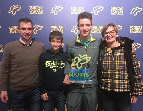 Tommaso Giacomel con i suoi familiari