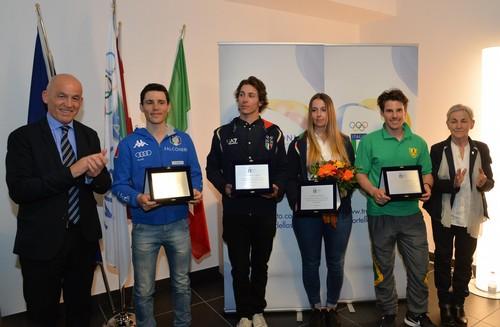 Tiziano Mellarini con gli atleti Fisi olimpici trentini (foto Mosna)