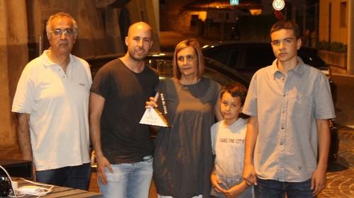 Christian Santoni, miglior giocatore C2, con la famiglia di Fabio Bevilacqua