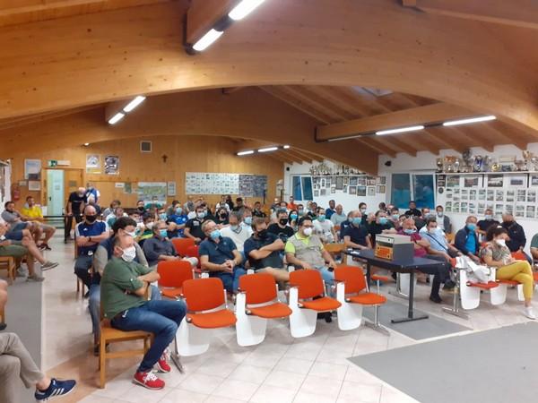 La popolata platea della riunione