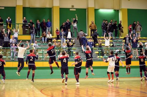 La festa dell'Olympia dopo la vittoria sull'Atletico Nervesa