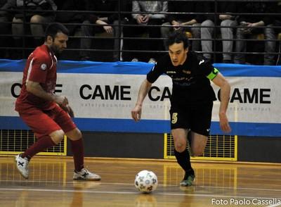 Felipe Tonidandel (a destra) nella finale di Coppa Italia di A2 (foto Cassella-Divisione calcio a5)