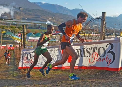 """Passaggio della gara maschile con il panoramico percorso del """"Cross"""""""