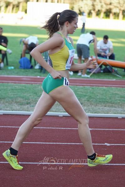 Vittoria Giordani in una foto dove interpreta alla perfezione la tecnica della marcia (foto Atl-eticamente)