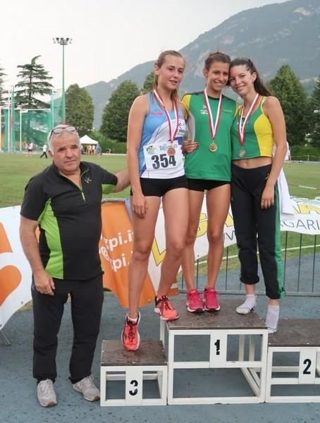 Podio dei 200m con Lisa Bona (prima) e Gloria Piccoli (seconda)