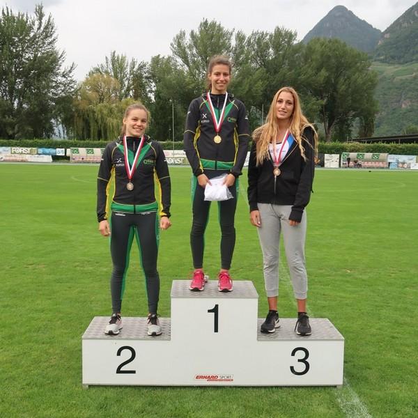 Podio dei 100m U18 con Lisa Bona (1.) e Cecilia Scarpiello (2.)