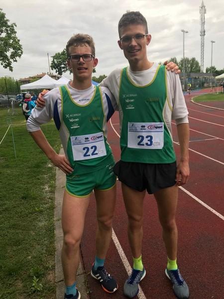 Maximilian con il fratello maggiore Emanuele, entrambi compioni regionali sui 10.000m a Treviso