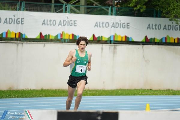 Giovanni Gatto domina i 3000 siepi