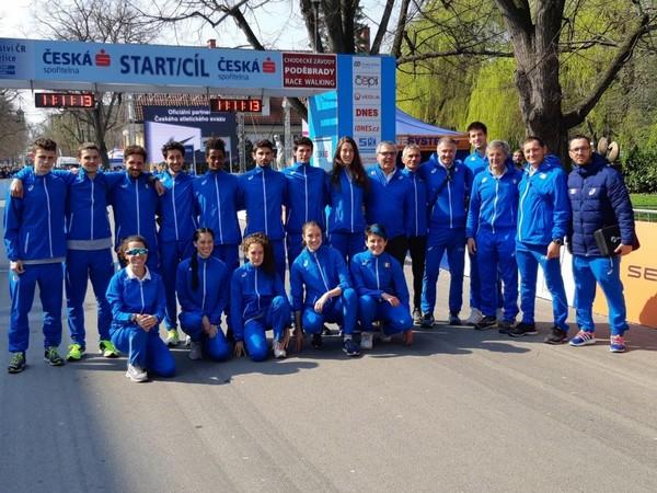 Foto di gruppo, con la nostra Vittoria Giordani, della nazionale che ha gareggiato a Podebrady (CZ)