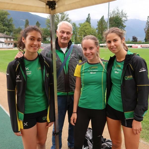 Roberto Romeo con Sofia Bonella (prima nel triplo), Silvia Raffaelli (prima nei 400m), Caterina Palestra (4. nel triplo)