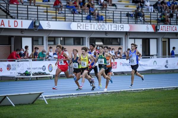 Simone Valduga impegnato nella finale degli 800m (Foto di FIDAL GRANA/FIDAL)
