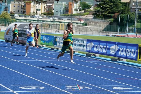 Enrico Cavagna domina la batteria dei 100m