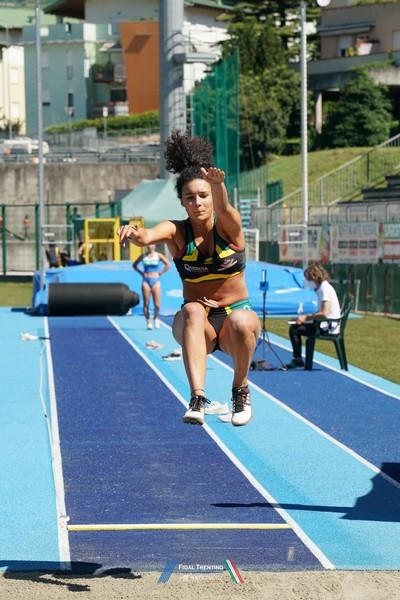 Linda Brusco vince il salto in lungo