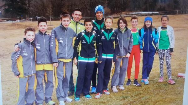 Gli atleti del settore di Giovanile di Tesero con il tecnico Michele Degiuli