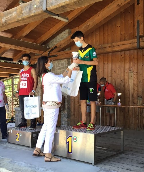 Francesco Ropelato sul gradino piu' alto del podio della gara U16.