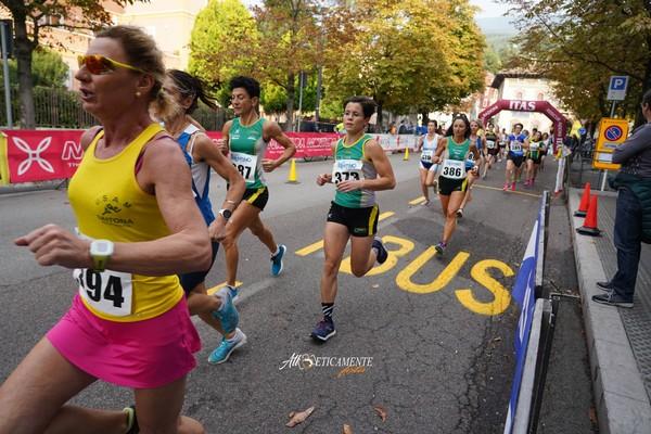 Passaggio gara donne (foto Atl-eticamente)