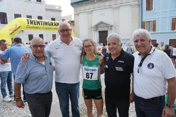 Isabel Mattuzzi con l'assessore allo Sport del comune di Ala Lorenzini (a sx), il presidente della Quercia Carlo Giordani, il presidente della FIDAL Fulvio Viesi ed il sindaco Soini (a dx)