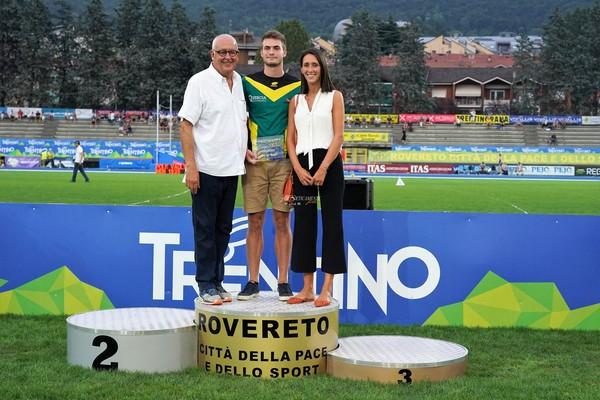 Lorenzo Naidon premiato dalle Casse Rurali Trentine (foto Atl-eticamente)