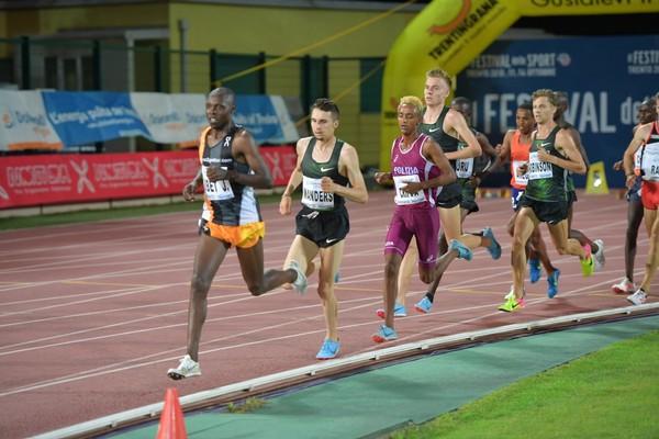 Yeman Crippa al centro del gruppo dei 5000m  (foto Marco Volcan)