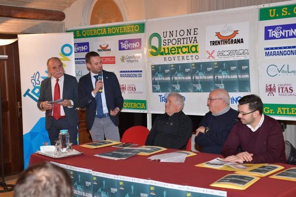 """Un momento delle presentazione del """"Cross"""" con il tavolo autorita' ed il moderatore Bruno Vaccari (foto M. Volcan)"""
