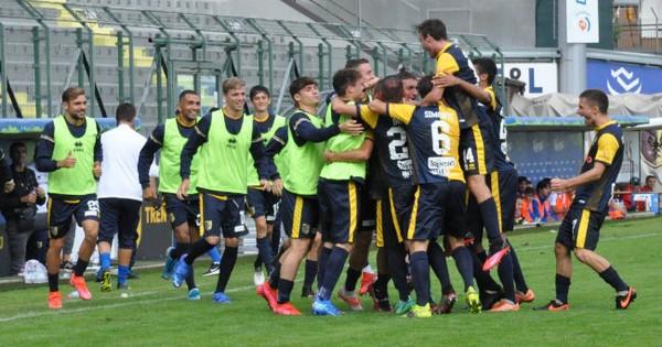 L'esultanza del Trento dopo il gol di Pasquato (foto C. Ossanna)