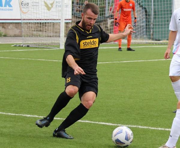 Il centrocampista giallonero Sharin Pasini in azione