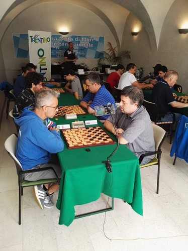 Moreno Manzana plays against Alexander Shvartsman